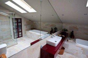 ванна на мансарді